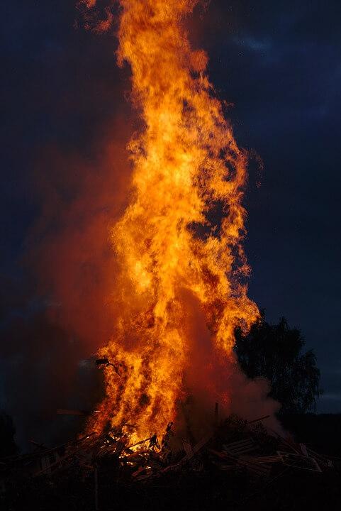 Sonnwendfeuer- Fähre am Abend geschlossen- 15. Juni 2019